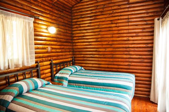 Loskopdam, A Forever Resort: 4-Sleeper Log Cabin. 2 bedrooms (1 double bed & 2 single beds)